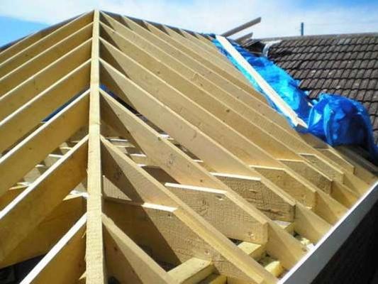 Монтаж дахів, утеплення будинків, опалубка